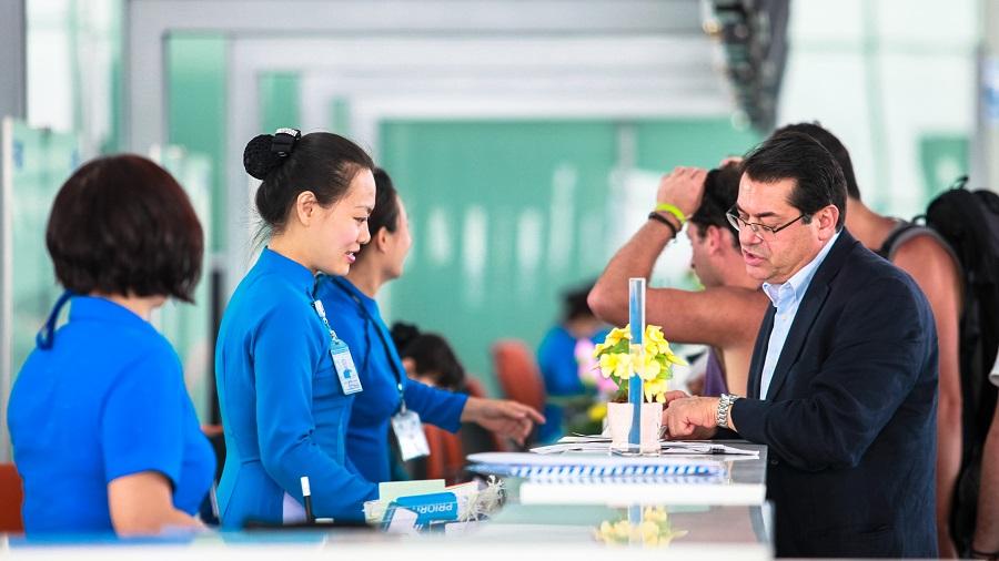 Giả mạo giấy tờ khi đi máy bay tại sân bay Nội bài