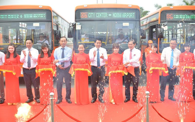 Đi xe Bus chất lượng cao phục vụ tại sân bay Nội bài